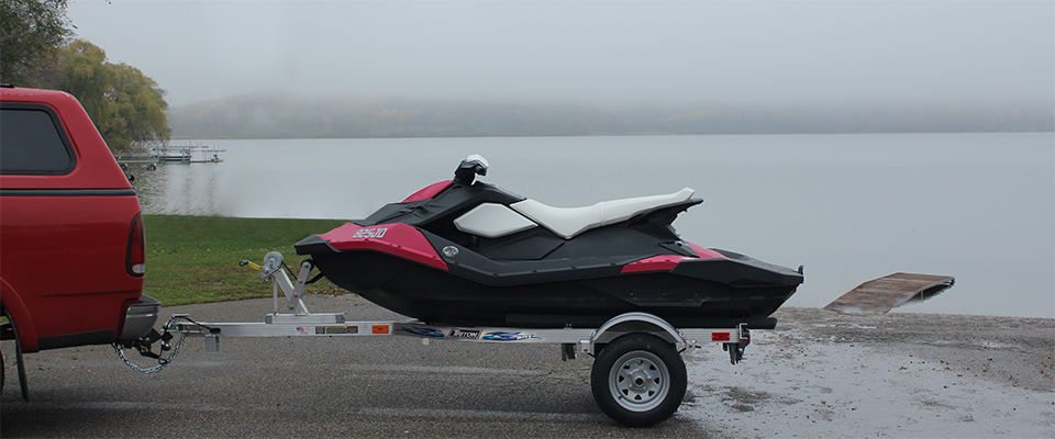 WAVE TRAILER WITH SMALL PERSONAL WATERCRAFT